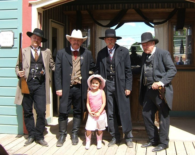 PR J Earps and Little Girl Reenactment 072106 066